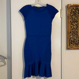 Bebe capped sleeve dress